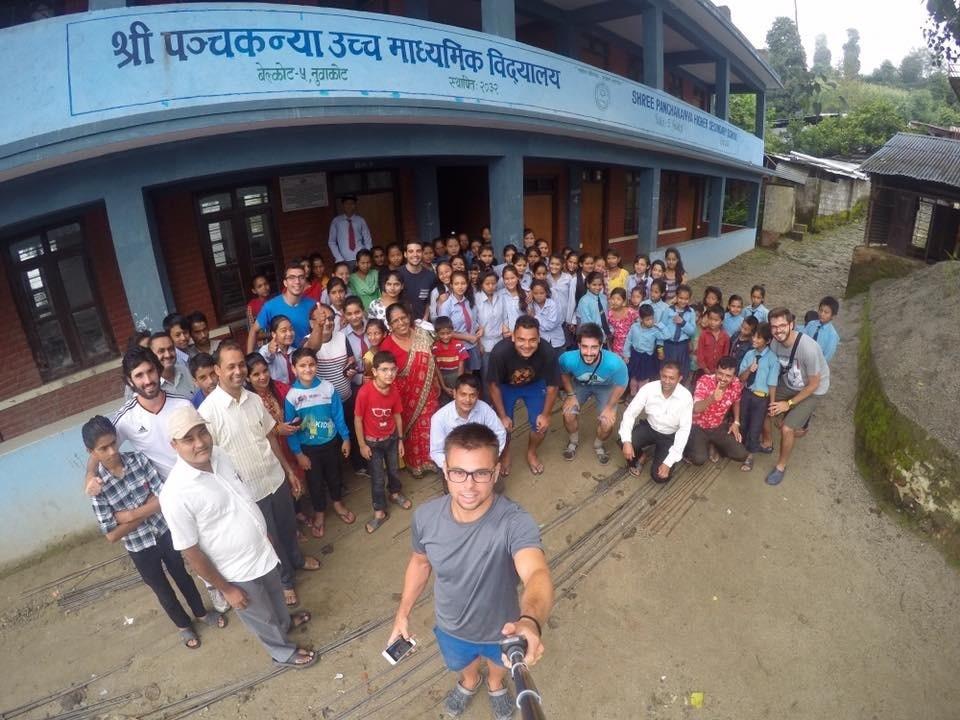 Selfie-colegio-Nuwakot-voluntariado