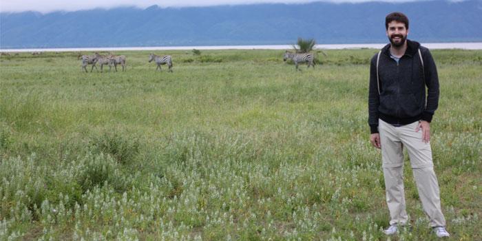 safari en tanzania rodeado de cebras en el lago manyara