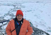 Sele entre hielo en su viaje a Svalbard