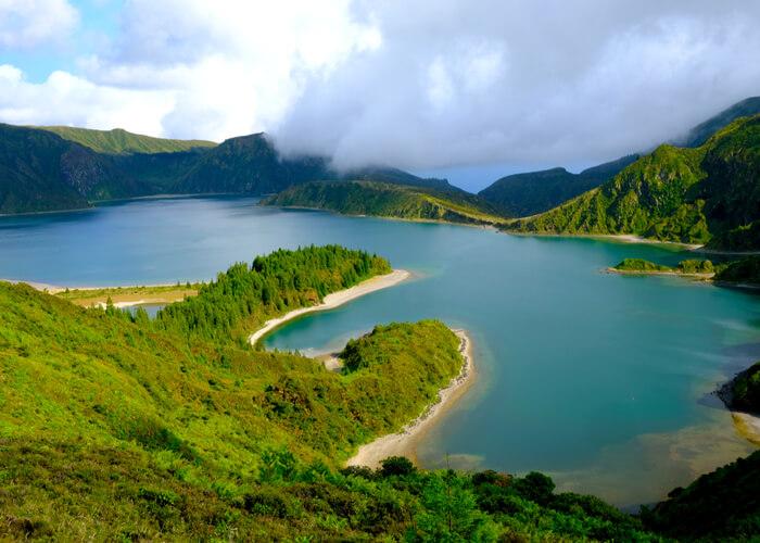 paisaje verde en las islas azores