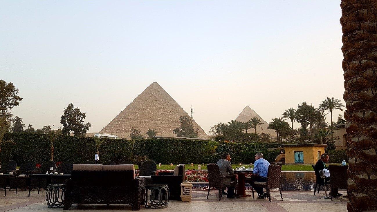 viaje-a-el-cairo-diferente-hotel-piramides-atardecer