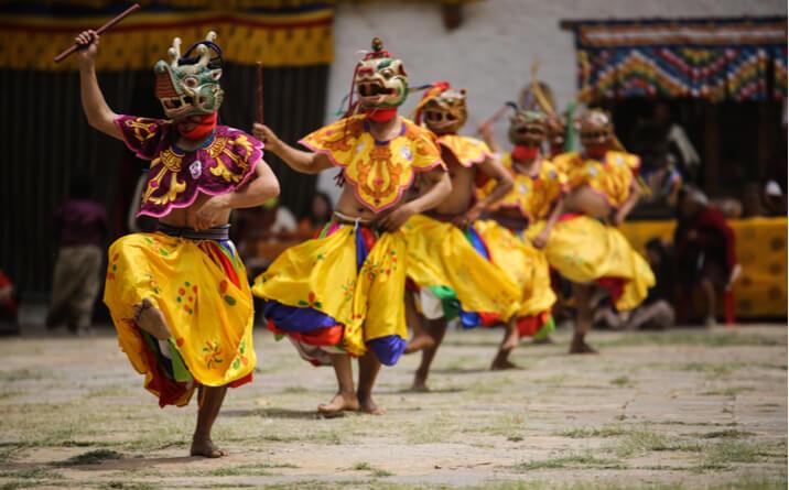 viaje-butan-tradicion-baile
