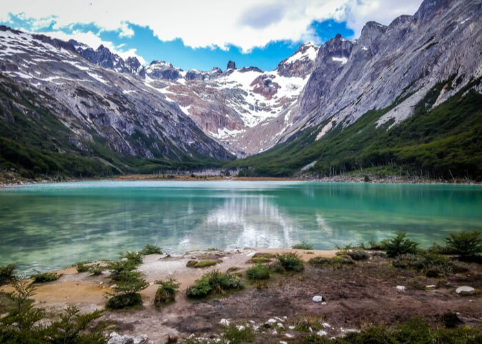 destinos-para-huir-invierno-viaje-a-argentina-ushuaia-lago-esmeralda