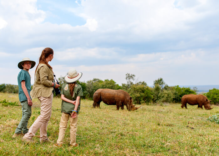 safari_kenia_familia_rinocerontes