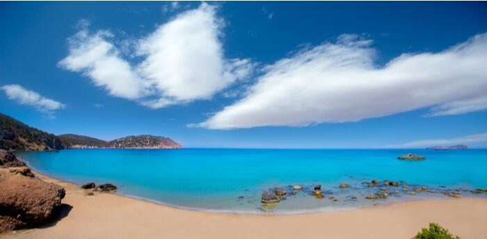 viaje-ibiza-playa-aguas-blancas